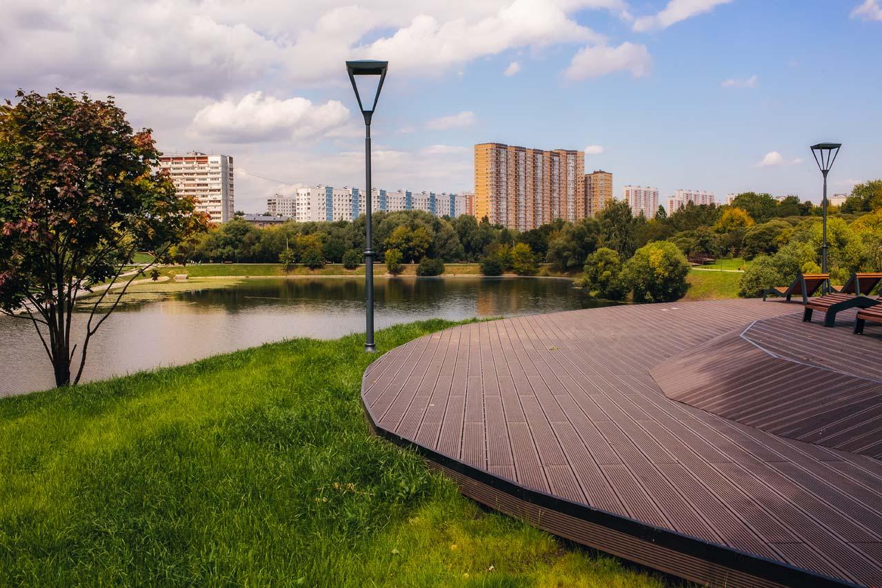 Очаковский пруд - строительство подиума с террасным покрытием
